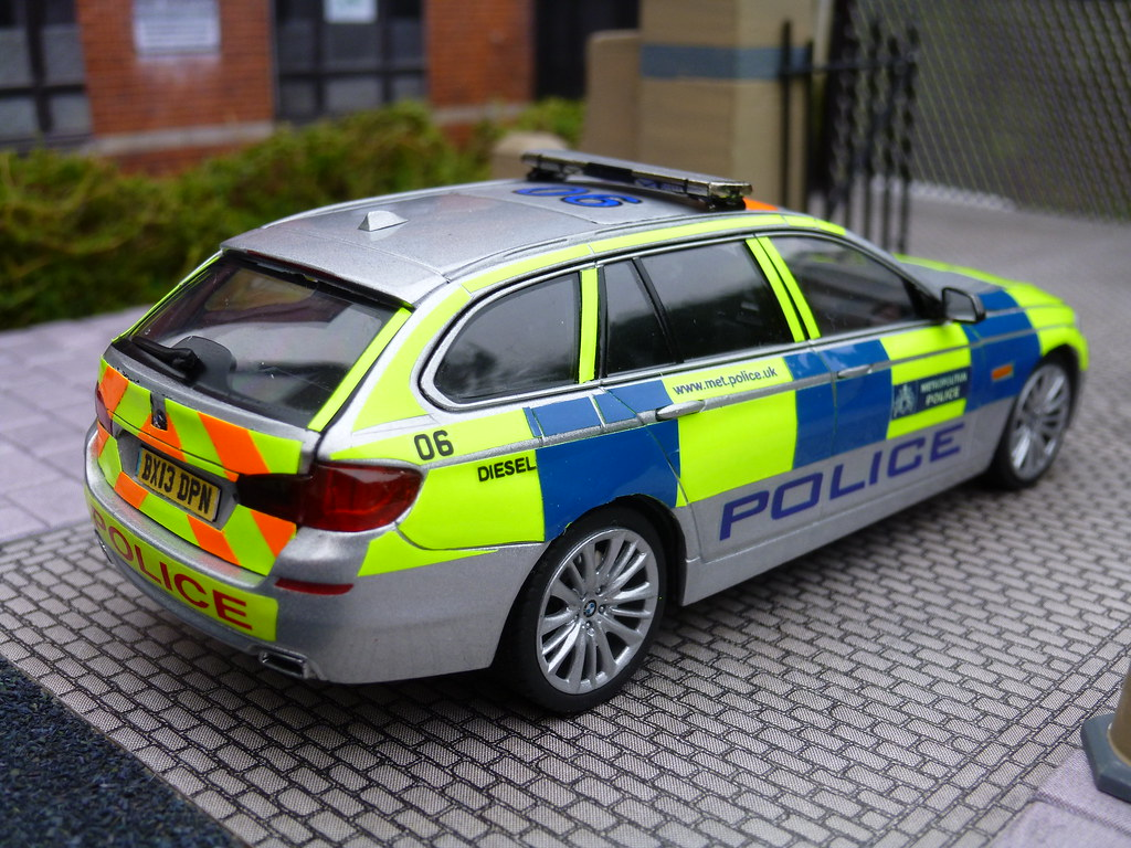 ... 1/43 Code 3 Schuco BMW 5 Series Touring Met Police SEG Car Model |