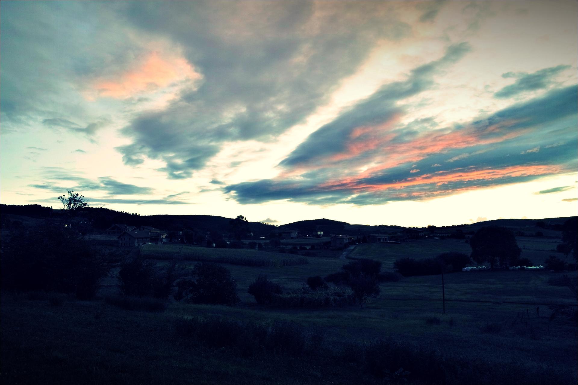 아침하늘-'카미노 데 산티아고 북쪽길. 궤메스에서 산탄데르. (Camino del Norte - Güemes to Santander)'