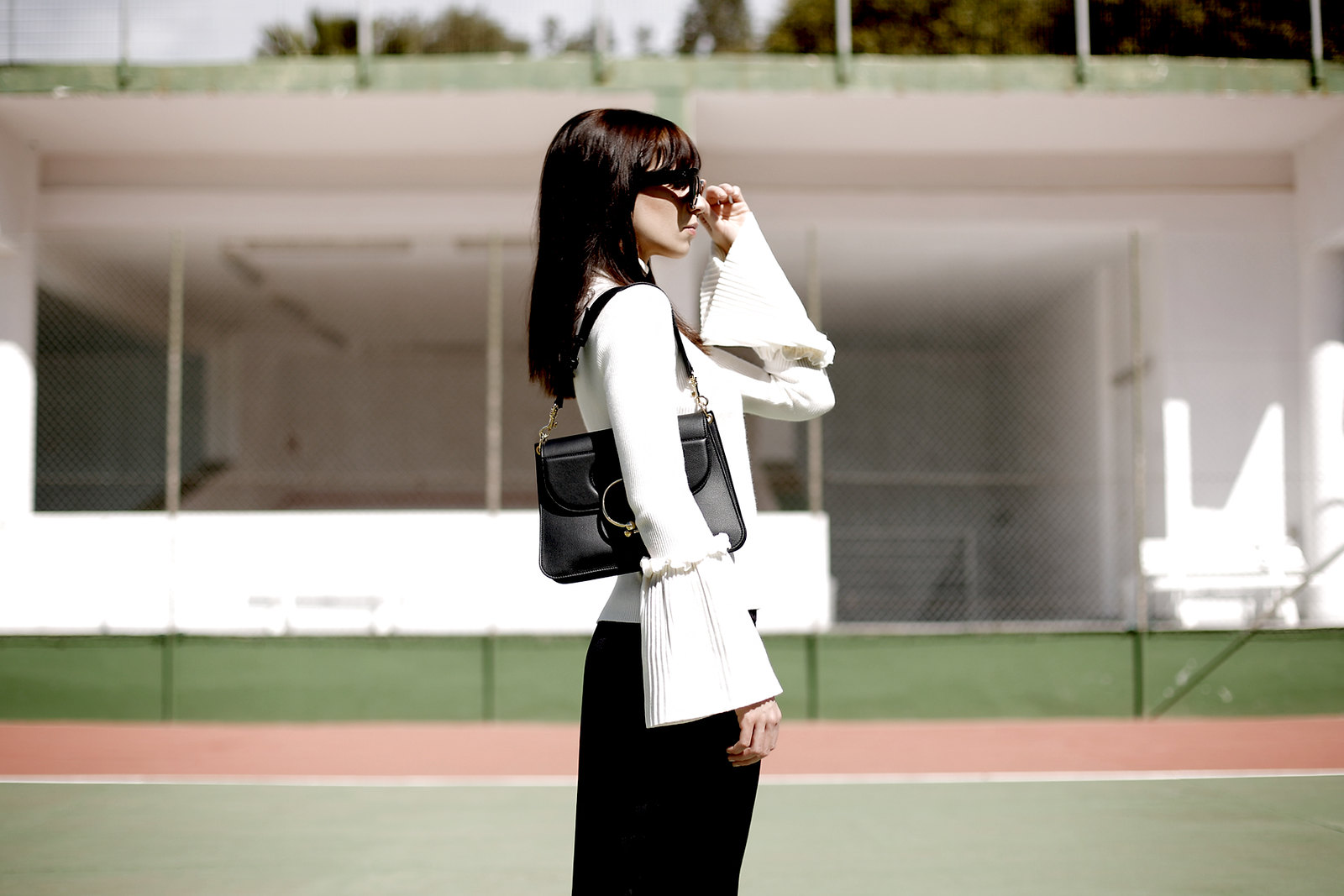 tennis edgy styling editorial photography chicwish white knit bell sleeves silk pants summer heat style céline audrey sunglasses j.w.anderson pierce bag zara sandals shadows fashionblogger outfit ootd modeblog cats & dogs ricarda schernus düsseldorf 6