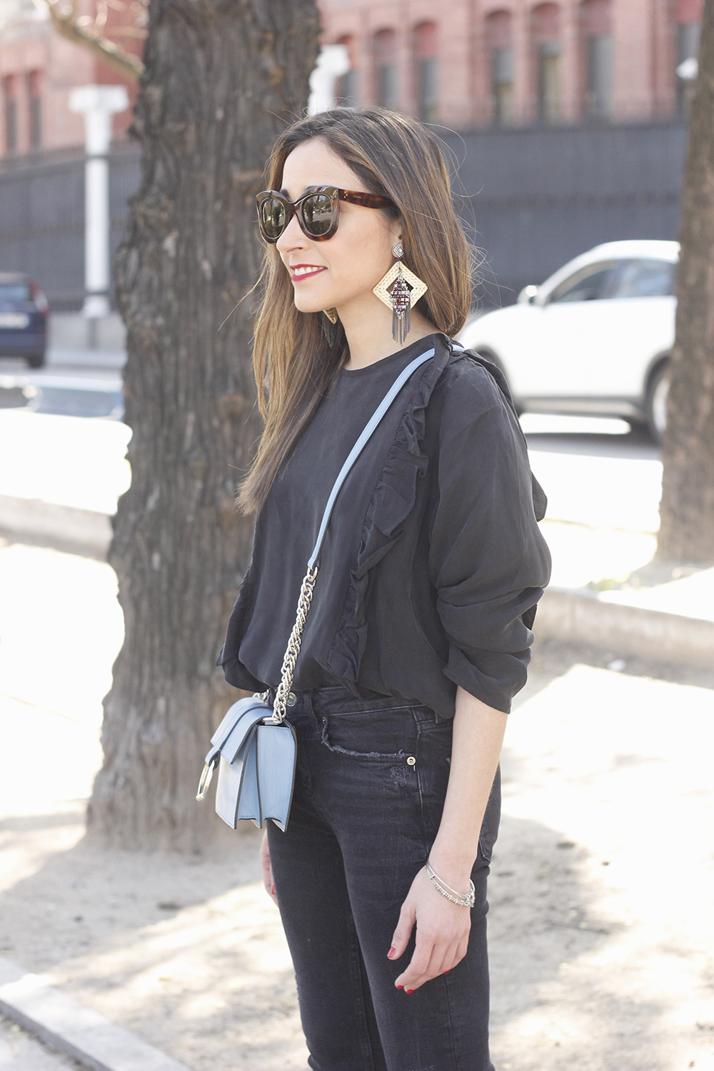 Black ruffled shirt black jeans uterqüe bag earrings sandals outfit style fashion céline sunnies spring06