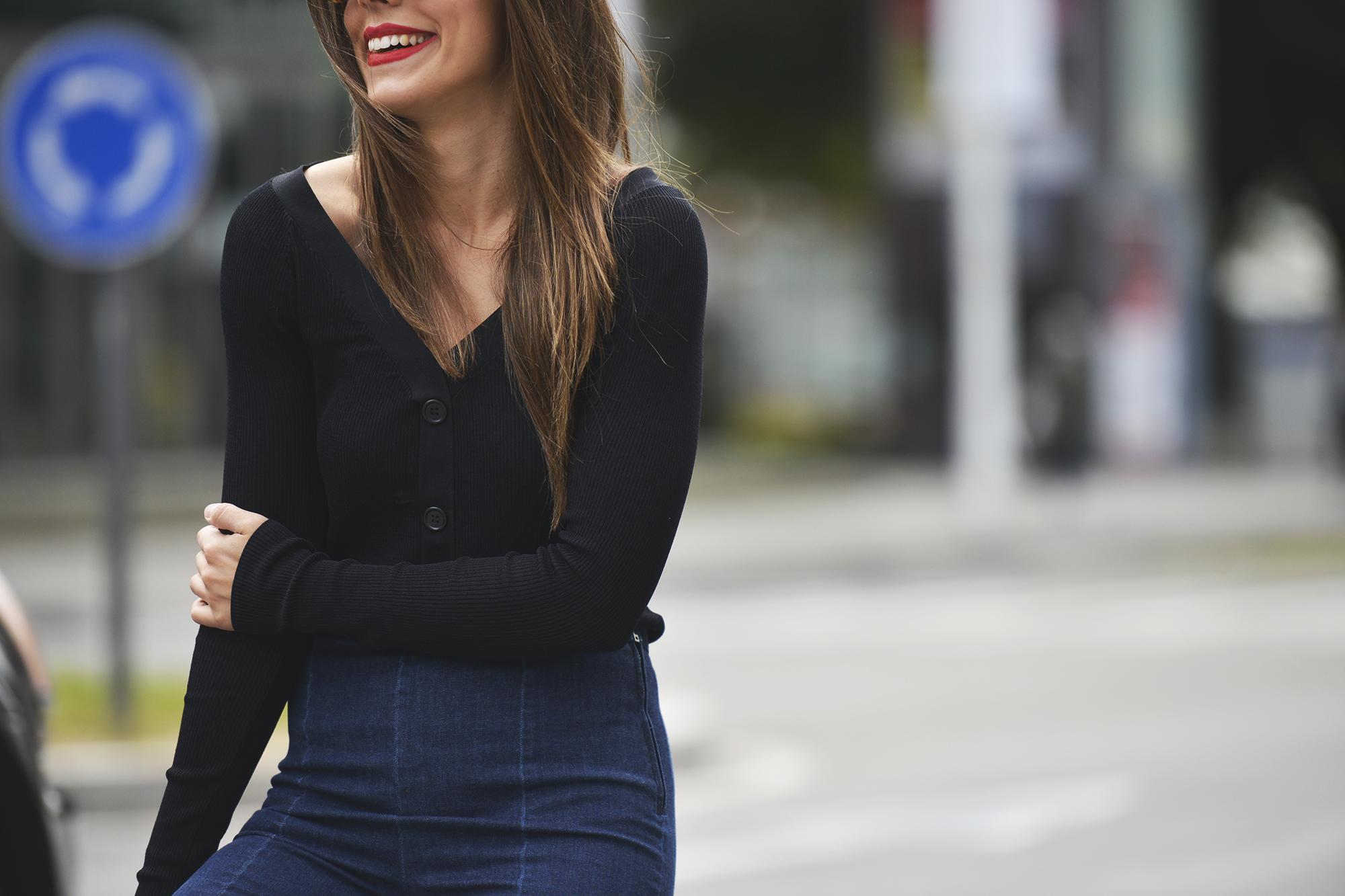 Fare asymmetric jeans