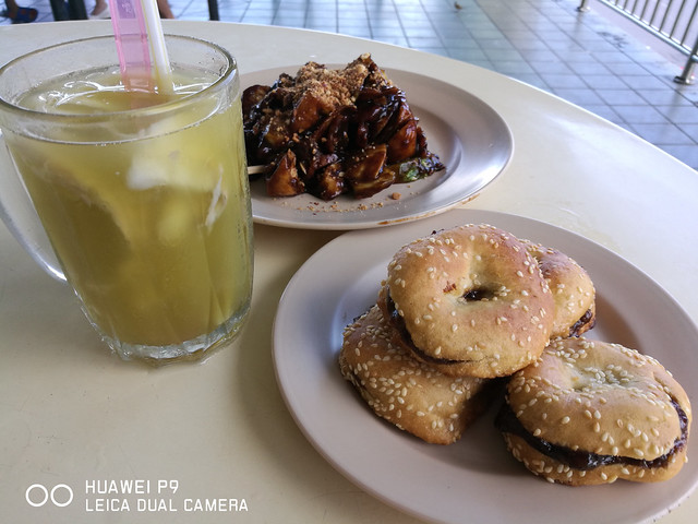 Kuching Food - Kompia & Cococane