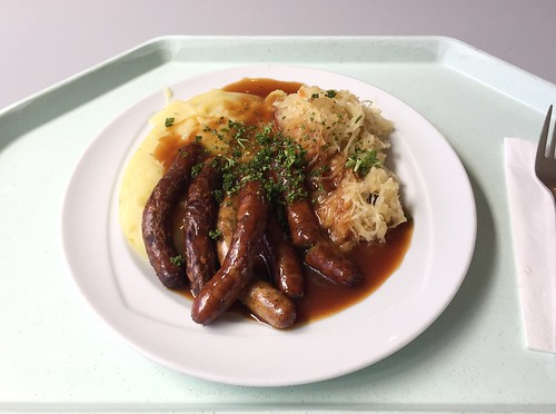 Nuremberger fried sausages with sourcrout & mashed potatoes / Nürnberger Rostbratwürste mit Sauerkraut & Kartoffelpüree