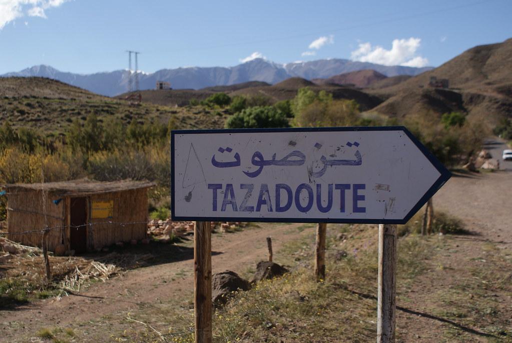 En route vers Marrakech à travers les montagnes de l'Atlas au Maroc.