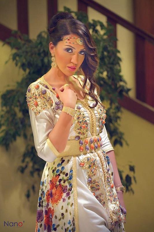 Asma Lmnawar en caftan marocain