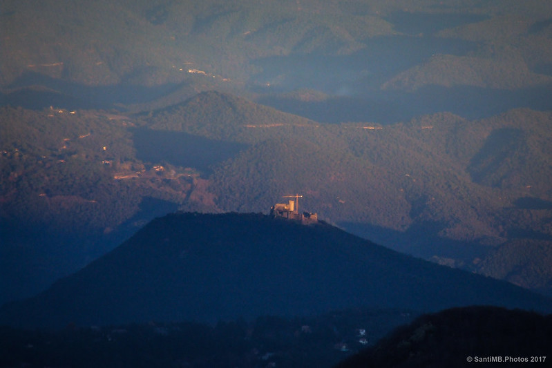 El castillo de Montsoriu desde el Turó de l'Home