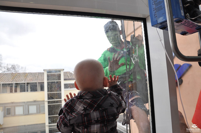 Tornano i supereroi di EdiliziaAcrobatica in Ospedale