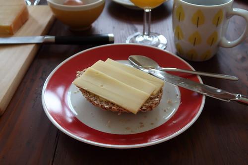 Käse auf Haferbrötchen