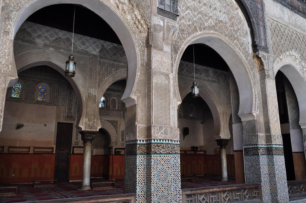 Salle de prière, médersa Bou Inania (XIVe siècle), Talaa Kbira, médina de Fès el Bali, Fès, Maroc. Photo de Bernard Blanc