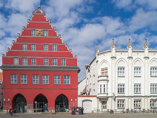 Giebel des Greifswalder Rathauses (13. Jh.) und Rats-Apotheke (16. Jh.)