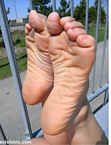 Themousepad wrinkled soles feet pics