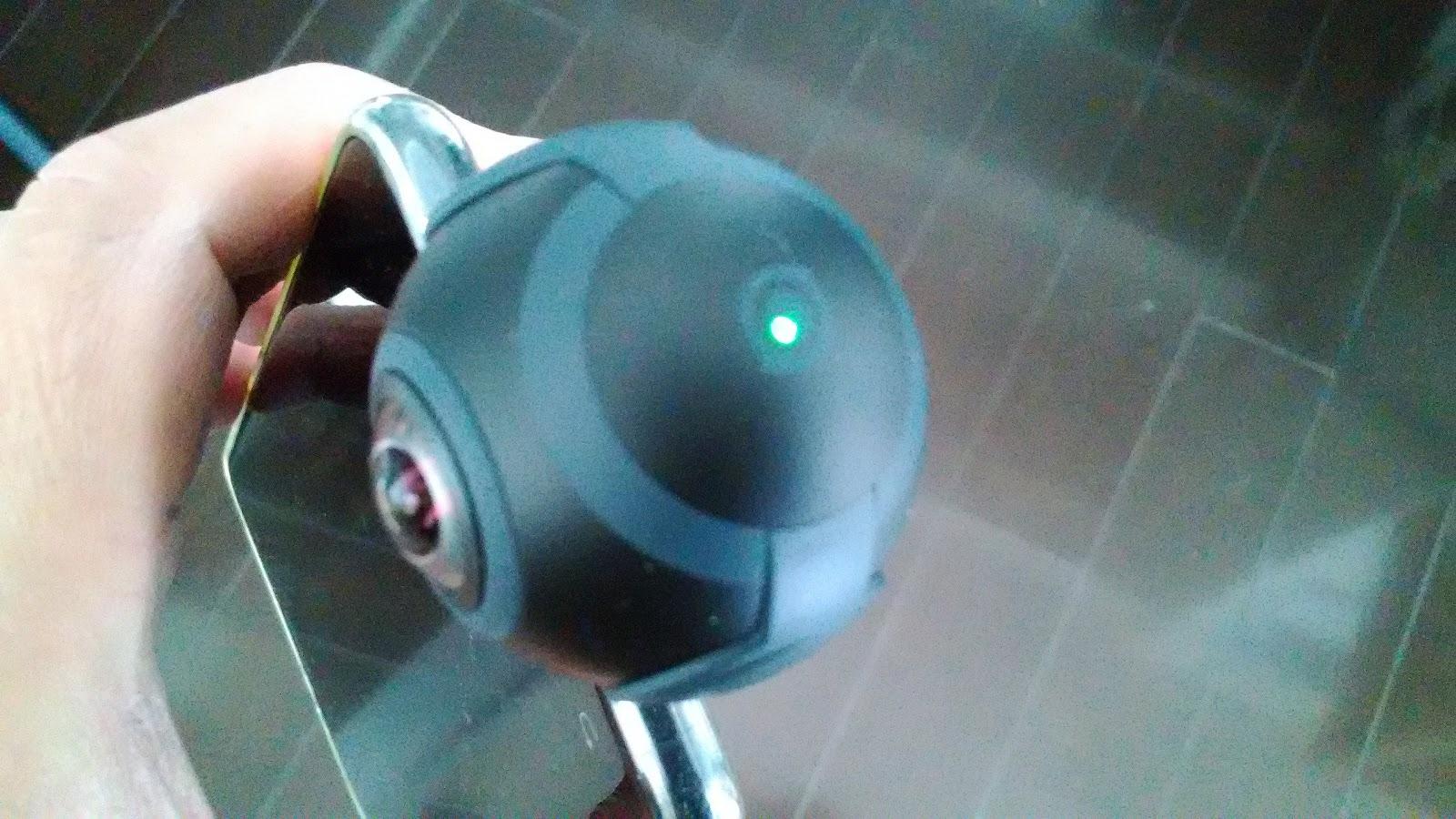 「Insta360 Air」の電源LEDランプ