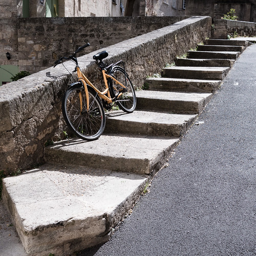 Pézenas, steps and bike