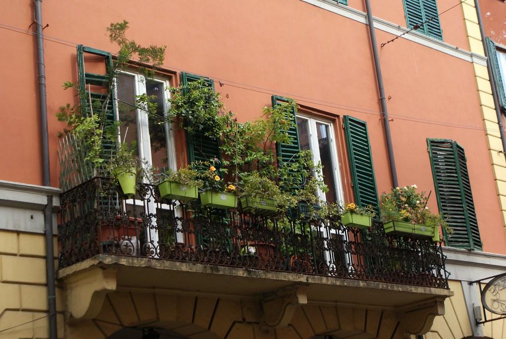 Sur la Via Castiglione en direction du sud de Bologne.