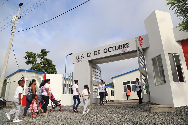 Inauguración U.E. 12 de Octubre Parroquia Atahualpa-Pedernales