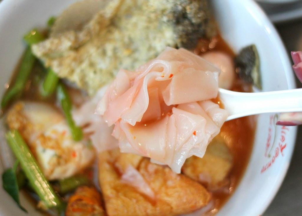 Yong Tau Foo: Yentafo Kruengsonge Pink Noodles