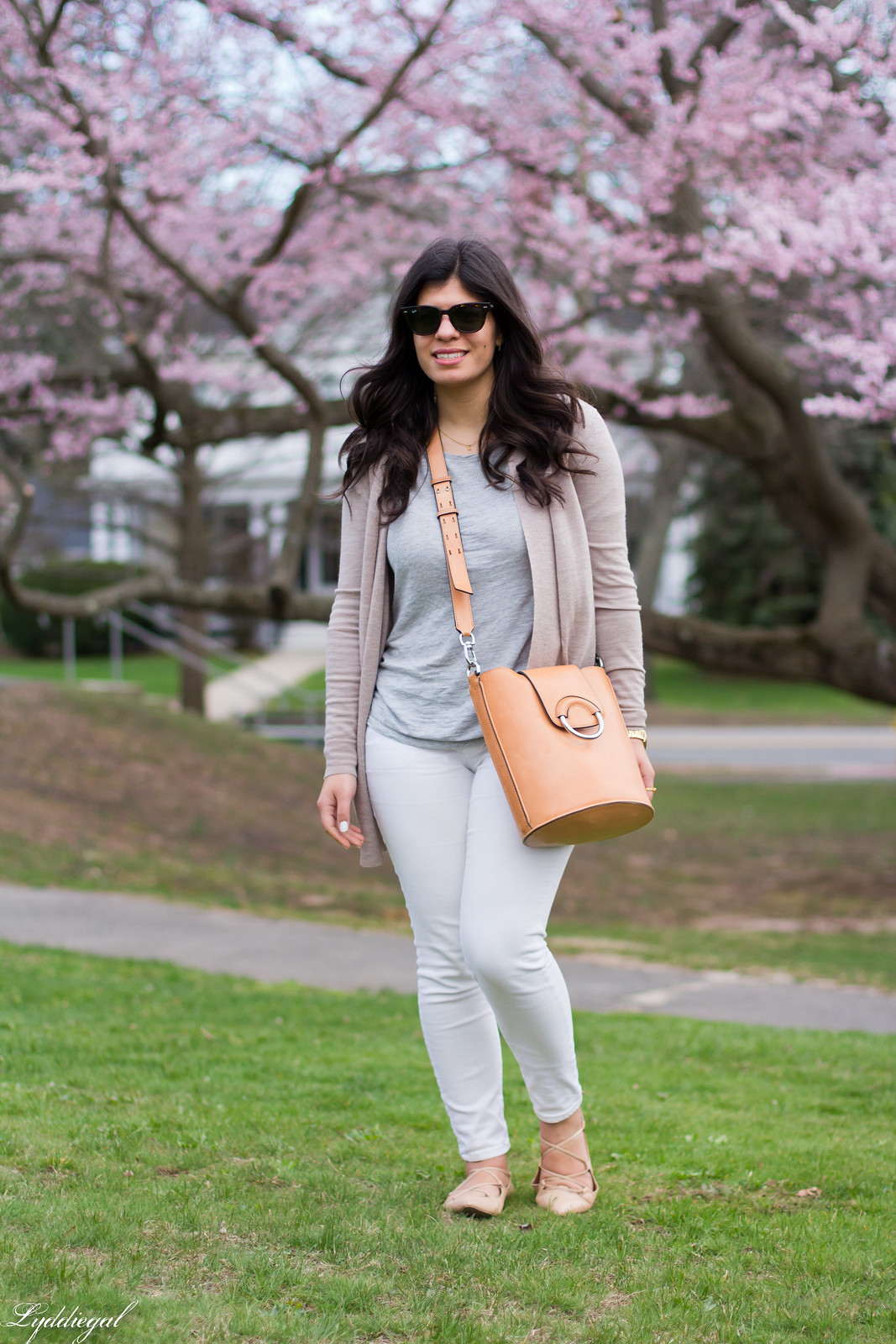 white jeans, grey tee, tan cardigan, ring bag-9.jpg