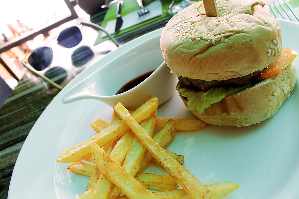 seafari resort cheeseburger