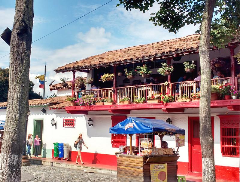 Casa vermelha de pueblito paisa em Medellín