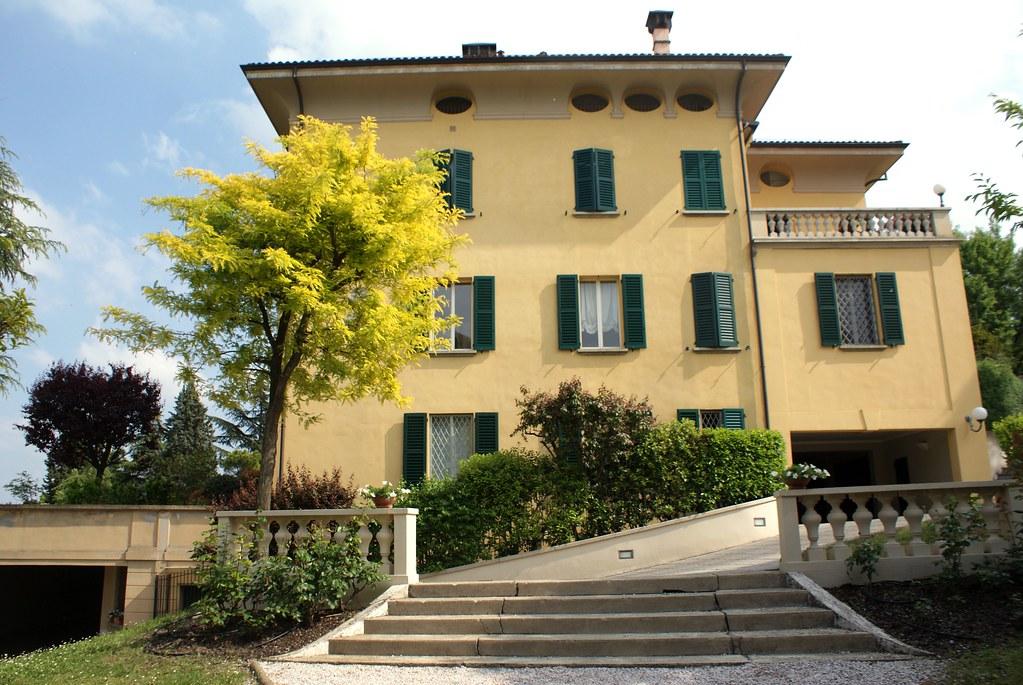 Villa sur le chemin de San Luca à Bologne.