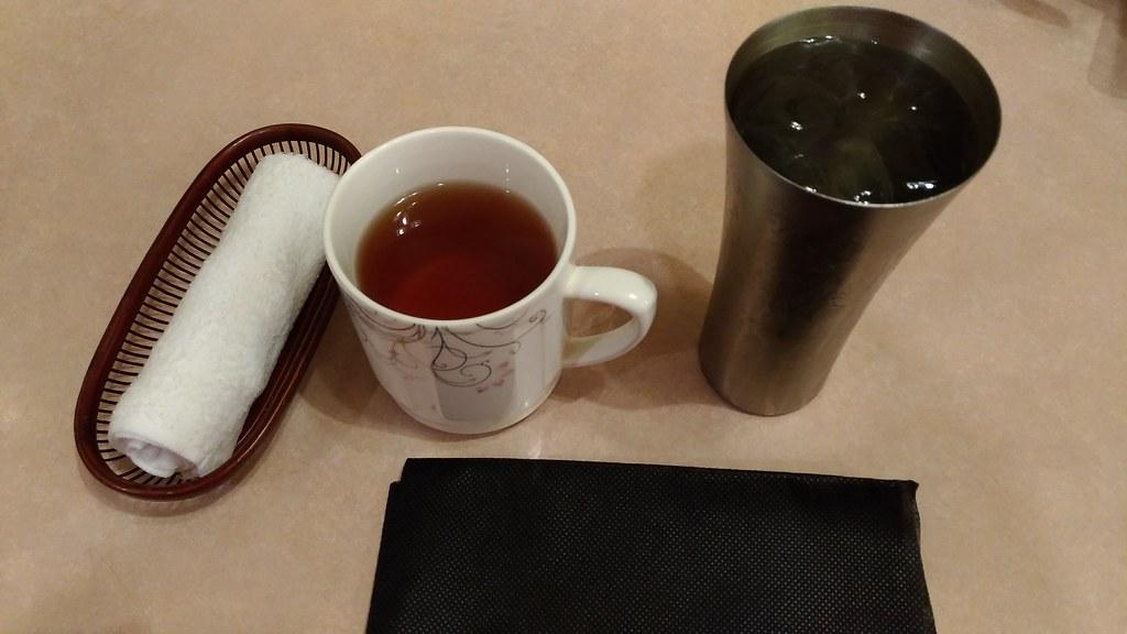 源来酒家のおしぼり、お茶など