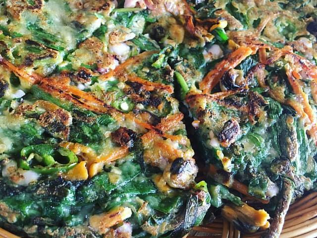 #남해군 #다랭이마을 #해물파전 두껍게 구워 푸짐한 식감이 기억에 남는다. 막걸리를 부르는 맛.
