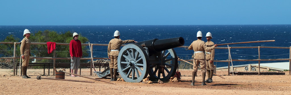 Fort Rinella - Howitzer loading