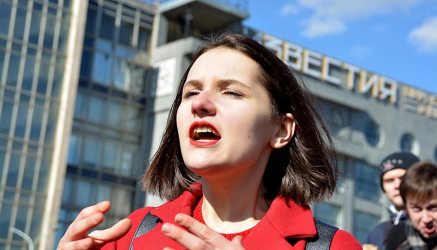 Выступающие на протесте против Медведева