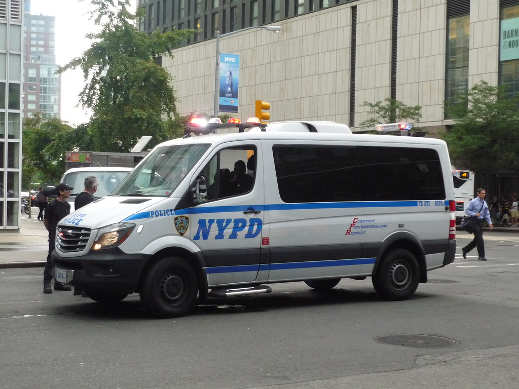 Mercedes Sprinter Van >> NYPD Freightliner Sprinter | The Freightliner Sprinter is ju… | Flickr