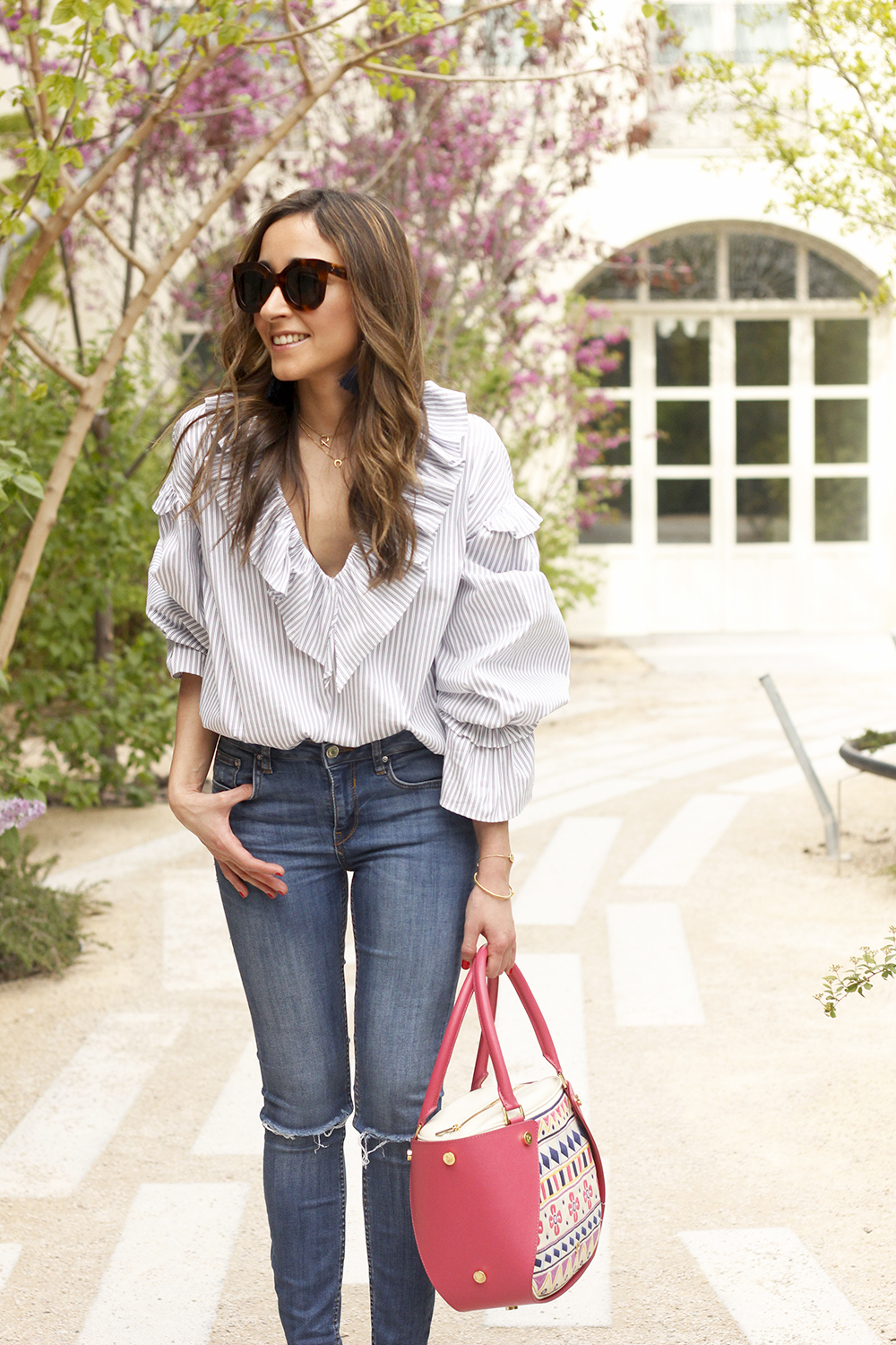 Ruffled striped shirt jeans céline sunnies sandals pamapamar bag accessories spring outfit style fashion07