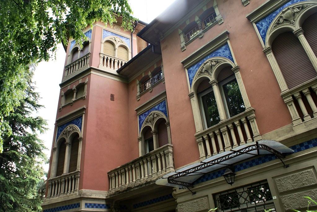Maison art sur la Via Rodolfo à Bologne.
