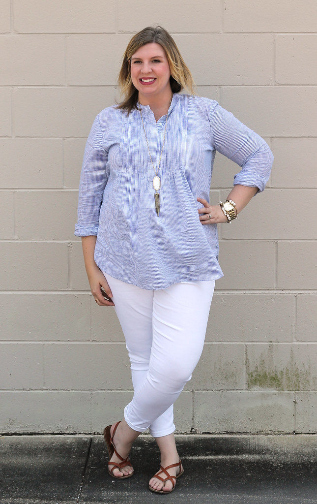 blue stripe pintuck popover, white jeans and strappy sandals_5
