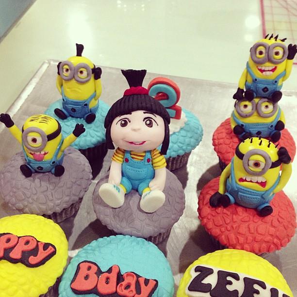 Minion Agnes Cake
