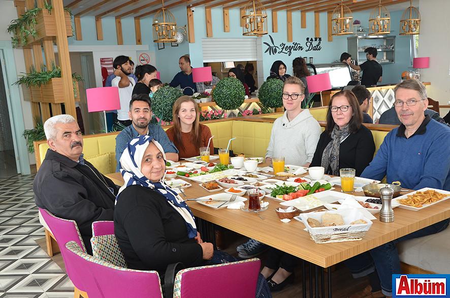 Cemil Darıcı, Elina Darıcı ve aileleri