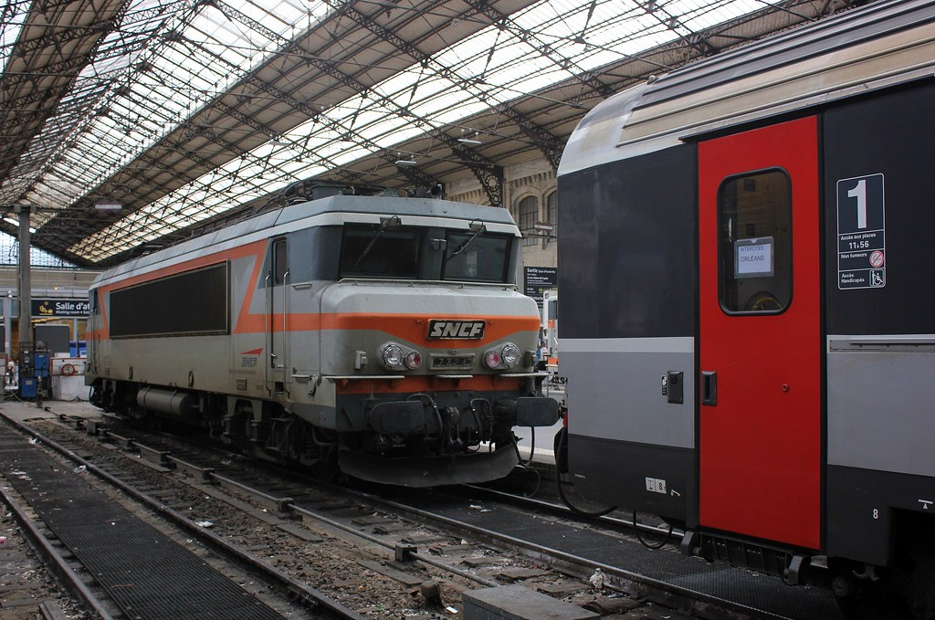 Bb 7324 la bb 7324 au butoir en gare de paris austerlitz for Train tours paris austerlitz