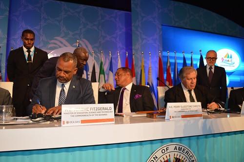 OEA y Las Bahamas firman acuerdo de ofrecer 25 becas a ciudadanos bahameños