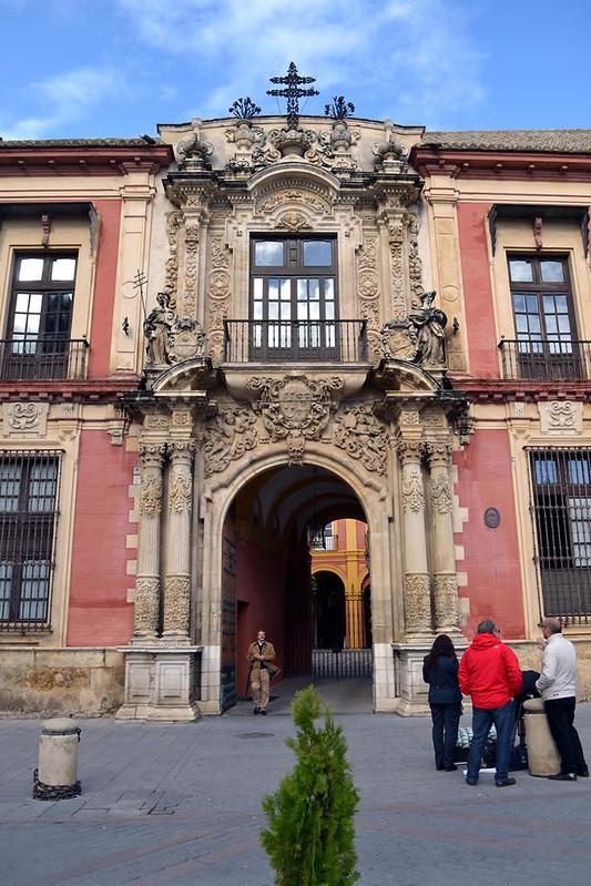 Fachada dieciochesca del Palacio Arzobispal.