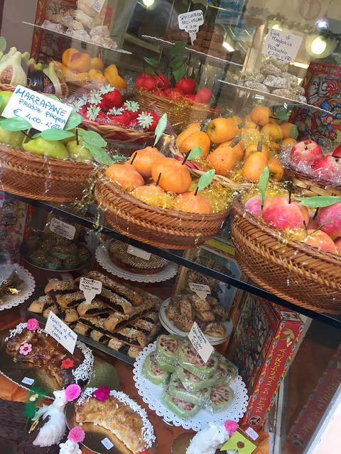 Alles Marzipan oder was? Lipari Stadt