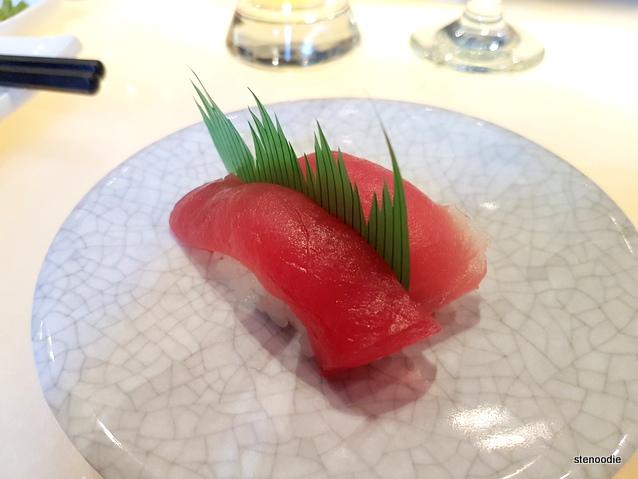 Maguro tuna nigiri