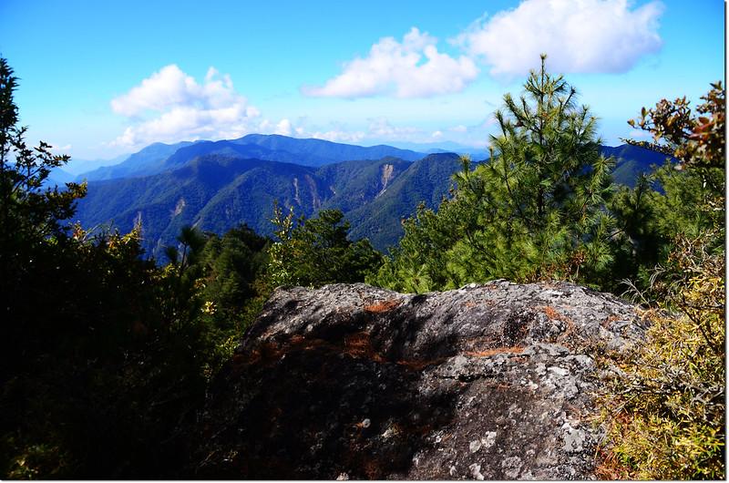 2821山頭巨岩展望點