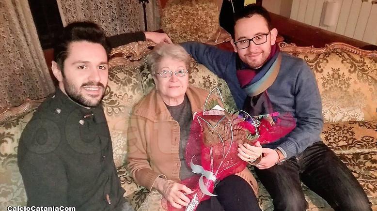 L'omaggio floreale della redazione di CC.Com a Grazia Codiglione, Presidentissima rossazzurra
