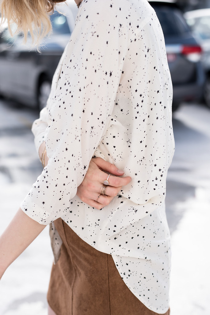 Star print blouse and gold accessories on juliettelaura.blogspot.com