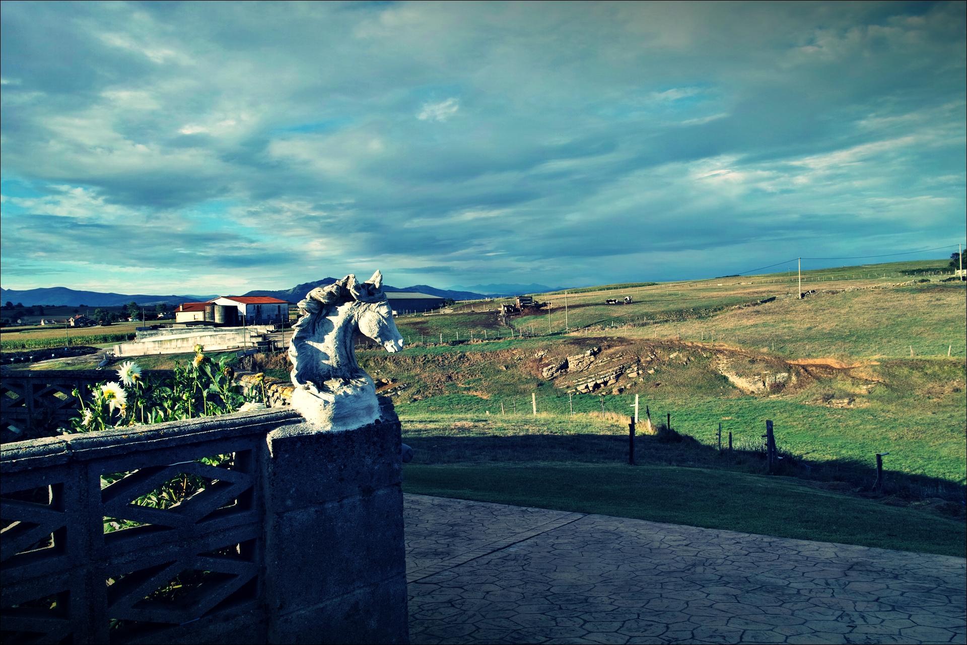 말 조각-'카미노 데 산티아고 북쪽길. 궤메스에서 산탄데르. (Camino del Norte - Güemes to Santander)'