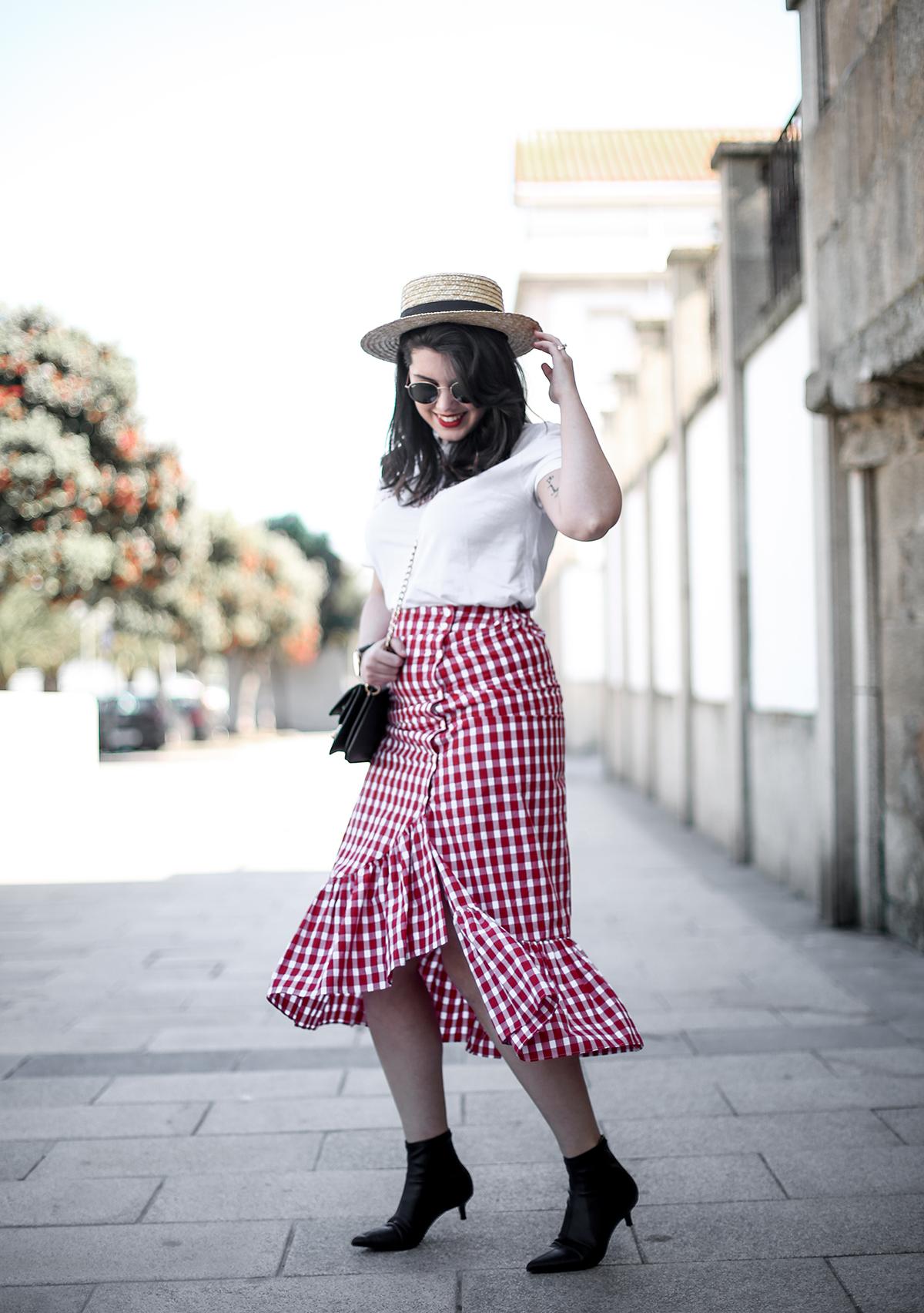falda-cuadros-vichy-asimetrica-zara-look-jwanderson-farfetch-canotier-myblueberrynightsblog3