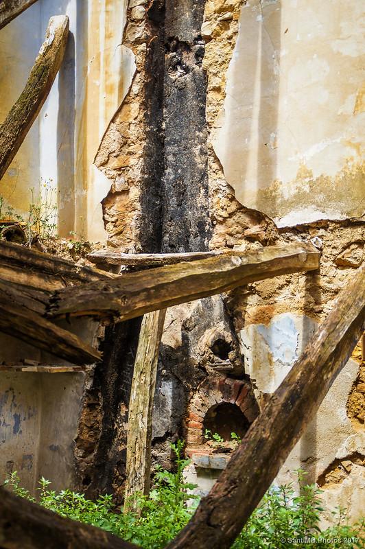 Horno y chimenea en una casa de Marmellar