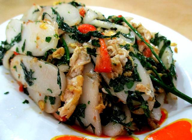 Pek koi with cangkuk manis