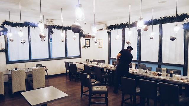 halfwhiteboy - lola cafe + bar 06
