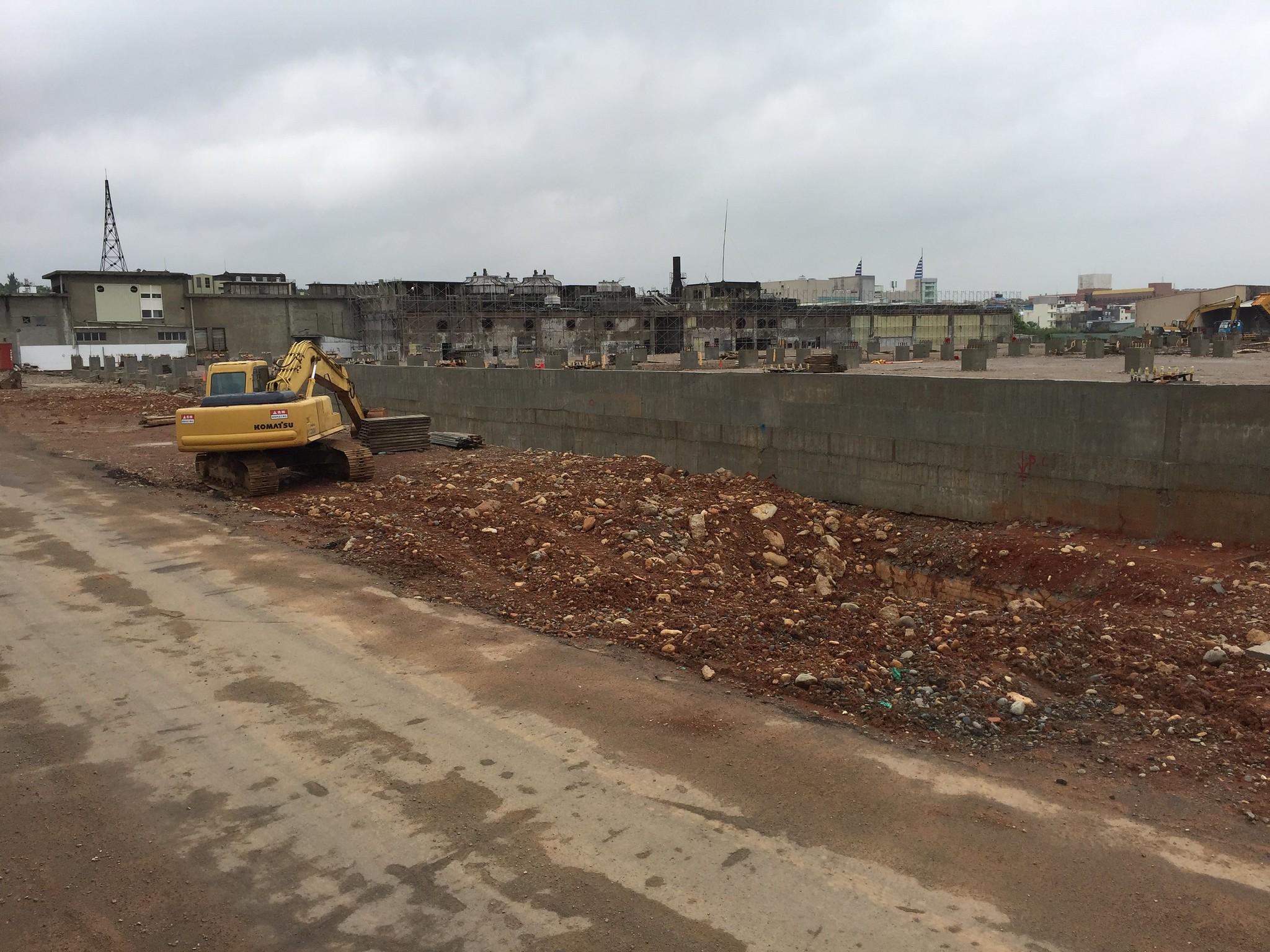 紡織廠土地將轉為物流業倉儲,原二、三廠廠區已經在施工中。(攝影:王顥中)