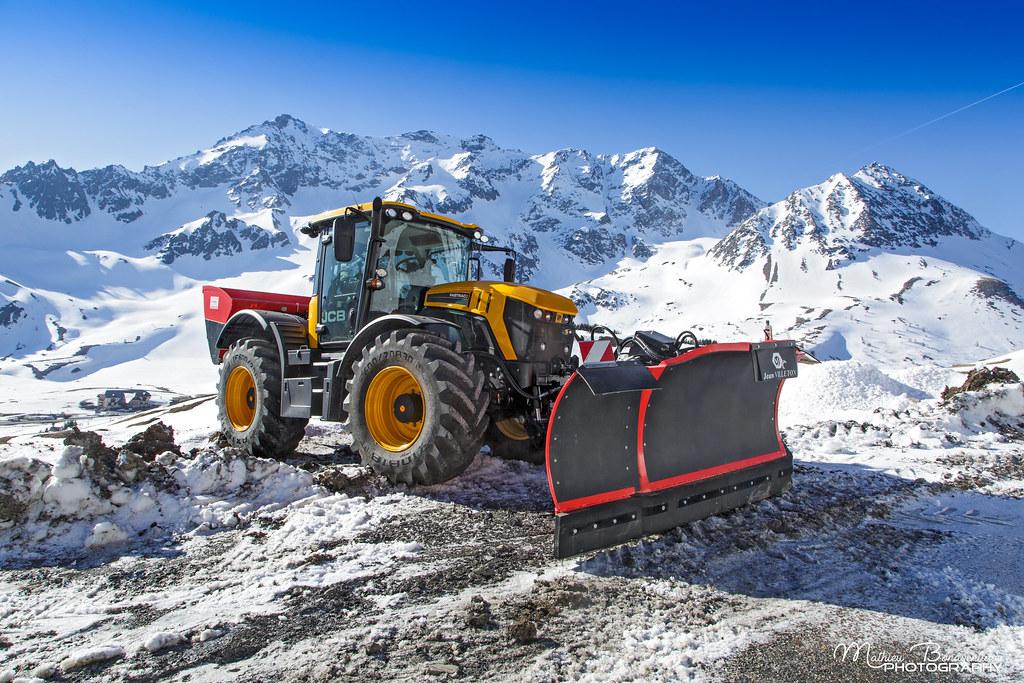 jcb fastrac snow by villeton col du galibier lautaret h flickr. Black Bedroom Furniture Sets. Home Design Ideas