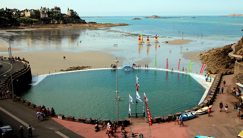 Piscine d 39 eau de mer dinard michel craipeau flickr for Piscine dinard